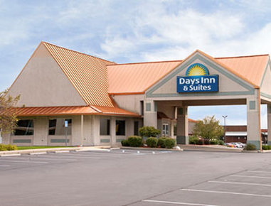 Days Inn & Suites exterior