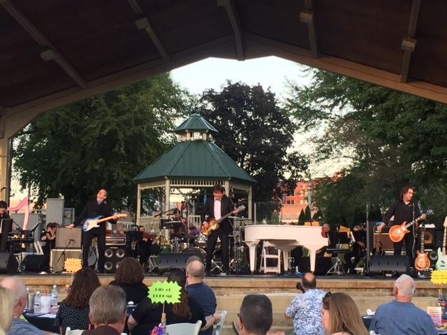 Kokomo Symphony performs in the park